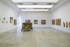 חלל התערוכה קרטונאז'